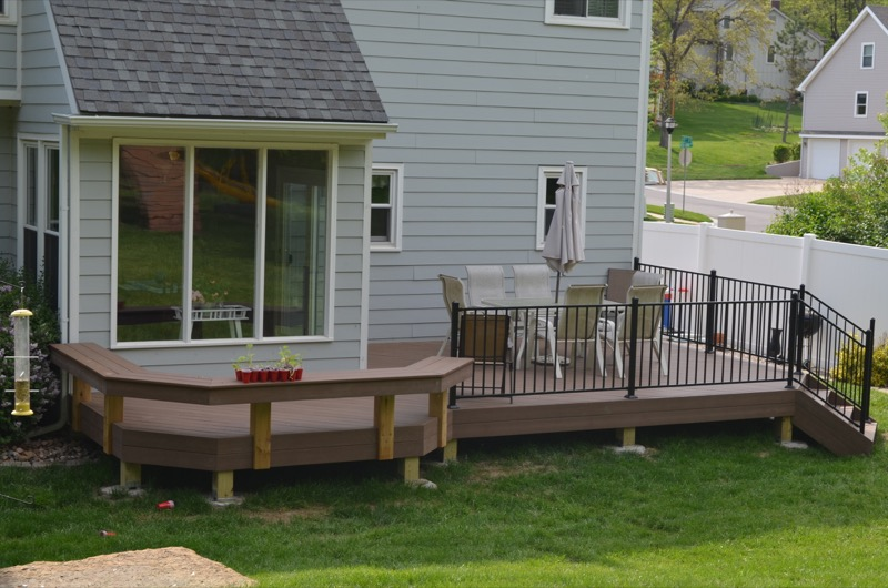 Shawnee Deck with Benches