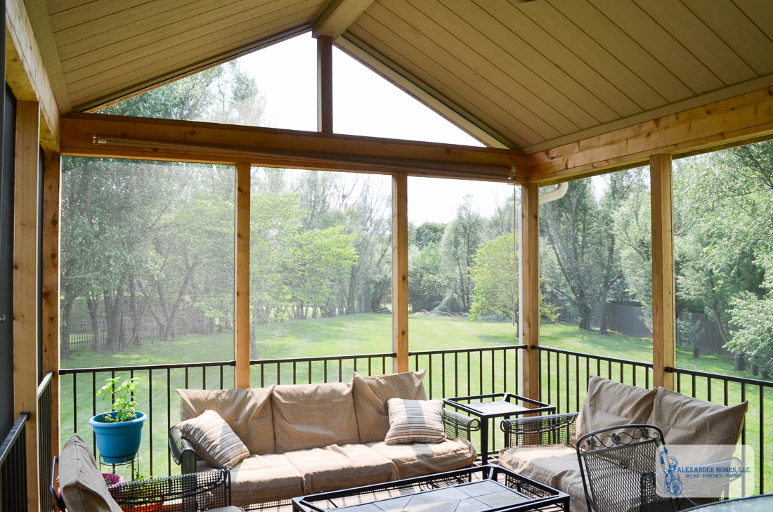 Screened in Porch & Composite Deck – Overland Park